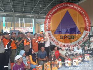 Tim Kaji Cepat BPBD Prov. Sumsel Meninjau Langsung Lokasi Bencana Banjir dan Menyerahkan Bantuan di Dua Desa Kabupaten Pali