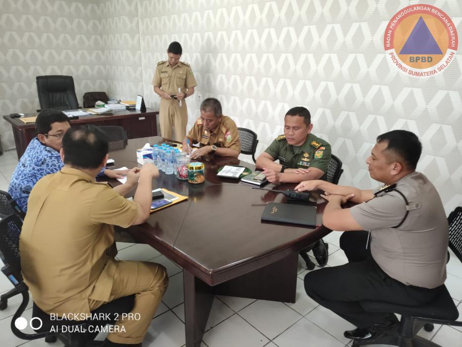 Kalaksa BPBD Prov. Sumsel Menghadiri Rapat Persiapan Pembentukan & Pemberangkatan Tim Karhutla Untuk Melakukan Pengendalian Hotspot di Provinsi Sumatera Selatan