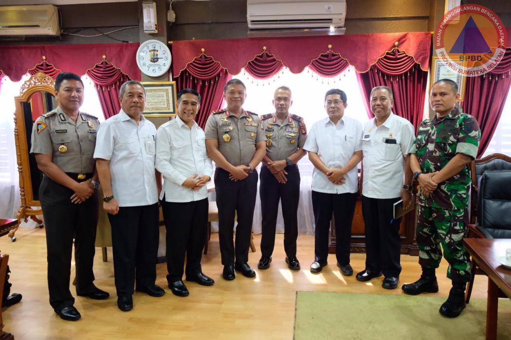 Kalaksa BPBD Prov. Sumsel Menghadiri Acara Study Tiru Aplikasi Pemantau Karhutla di Posko Relawan Karhutla dan Polda Prov. Riau